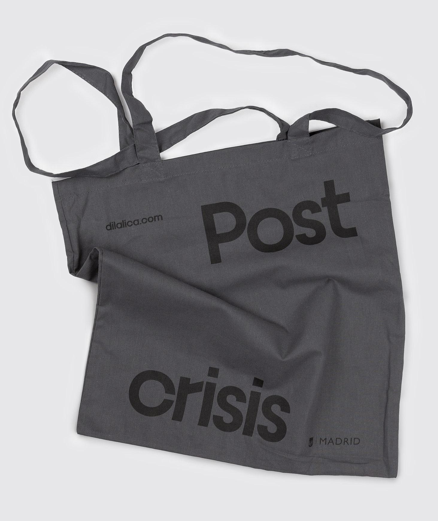 Fase, estudio de diseño gráfico. Identidad exposición de arte Postcrisis. Tote bag.